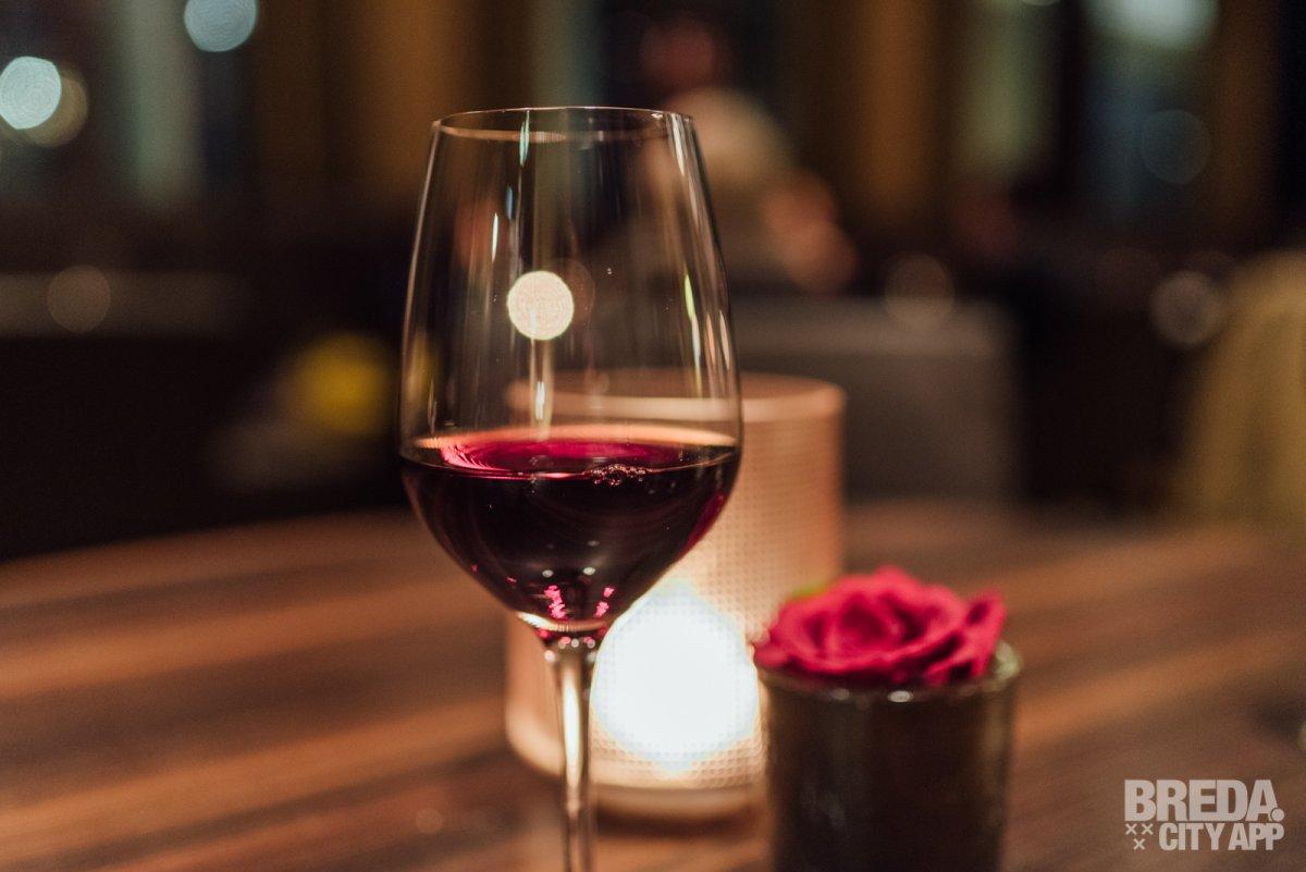 Lichte Rode Wijn : Wijnmythes die je kunt vergeten